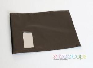 schwarz opak C4 Snooploop Folienumschlag mit Fenster
